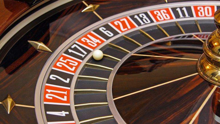 Igre z delivci v živo v igralnici 777 Casino